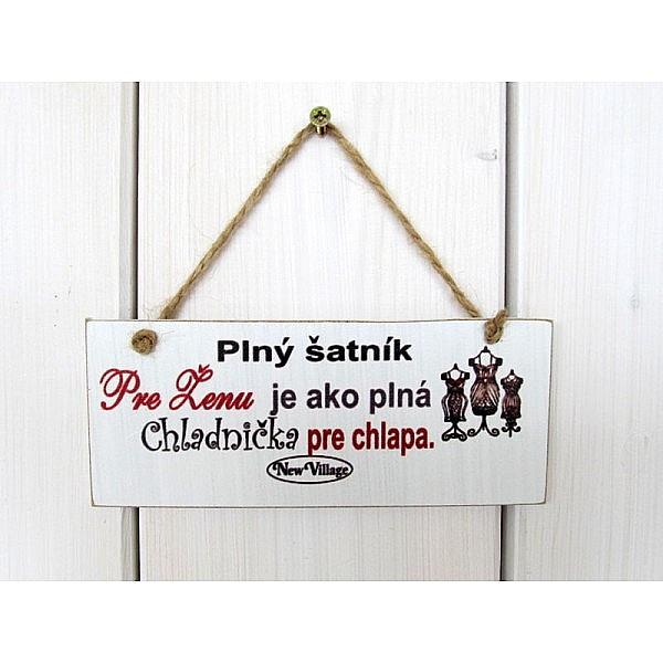 drevená tabuľka s nápisom plný šatník 18 x 8 cm